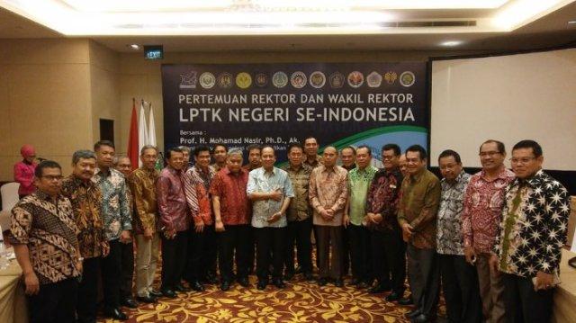 Pertemuan Rektor di Bali.jpg