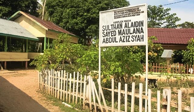 Makam Raja Perlak Sultan Alaiddin Sayid Maulana Abdul Aziz Syah.jpg