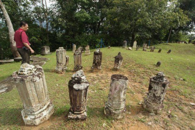 Makam Tua di Barus.jpg